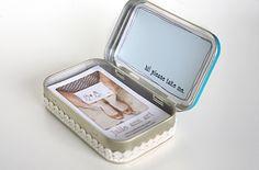 Altoid Tin: Make a cute business card holder