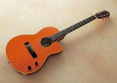 ギタリスト大村憲司の在りし日のポートレートと彼の使用ギターの写真です。