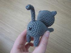 Схема вязания кота амигурми крючком из игры Neko Atsume от Little Bear Crochets.