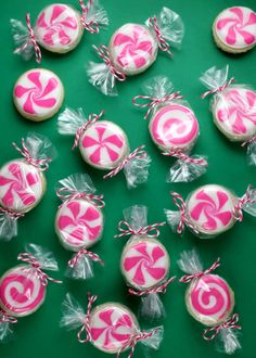 Peppermint Candy Sugar Cookies are a deceiving treat. The cookies, made by baking genius Bakerella, are designed to look like peppermint candies, however are ordinarily iced sugar cookies. Using pink and white frosting, the colors are twirled around Candy Cookies, Cute Cookies, Holiday Cookies, Sugar Cookies, Decorated Cookies, Almond Cookies, Chocolate Cookies, Chocolate Cake, Christmas Goodies