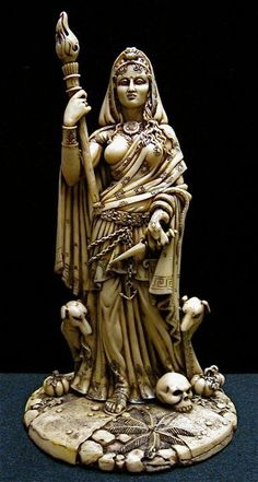 Beautifully detailed statue of the Goddess Hecate – goddess of the three paths, goddess of witchcraft, guardian of the household, protector of the newly born. Here she is depicted standing on a crossr