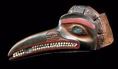 Sculpture tsimshian Masque frontal collecté entre 1880 et 1916, sur le territoire des Nisga'a Colombie britannique. Partie du rituel était consacrée à l'initiation ou à la prise de grade dans les sociétés secrètes, dont celle des Cannibales. Il représente vraisemblablement une libellule cannibale aux yeux de nacre, dents en opercules de coquillage, mandibules décorés de visages humains, sommets du masque avec têtes ( Quai Branly)