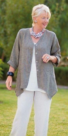 women's fashion over 40 over 50 plus size Over 60 Fashion, Mature Fashion, Over 50 Womens Fashion, 50 Fashion, Plus Size Fashion, Fashion Outfits, Fashion Tips, Fashion Trends, Ladies Fashion