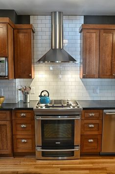 traditional-rustic-kitchen-design-shaker-cabinets-white-subway-title-stainless-s… - Rustic Style Kitchen Shaker Style Kitchen Cabinets, Shaker Style Kitchens, Kitchen Cabinet Styles, Shaker Cabinets, Kitchen Redo, Home Kitchens, Kitchen With Brown Cabinets, Kitchen Cabinets And Flooring, Cherry Wood Kitchen Cabinets