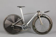 beautiful English tt/tri build. full dura ace group w/electronic components. titanium & carbon.