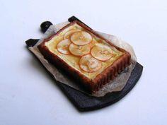 Apple and honey tart - Miniature in 1:12 by Erzsébet Bodzás, IGMA Artisan