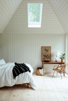 my scandinavian home: Off The Grid: 'The Hut' In The Woods Of Ohio / Bedroom with white clad walls. Scandinavian Home, Interior Design, House, Minimalist Bedroom, Home, Interior, My Scandinavian Home, Nordic Design, Home Decor