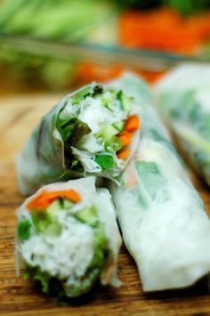 #MeatlessMonday Family Style – Vietnamese Summer Rolls via outoftheboxfood.com