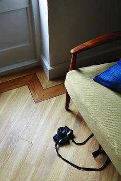 Amtico Spacia PVC grindų danga Eden Oak with New England Oak border and Wild Walnut stripping. Amtico Spacia, Amtico Flooring, Vinyl Flooring, Hallway Flooring, Kitchen Flooring, Unique Flooring, Flooring Ideas, Luxury Vinyl Tile, Vinyl Tiles