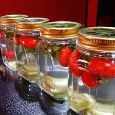 Kiwi, Detox, Mason Jars, Strawberry, Instagram, Food, Mason Jar, Meals, Strawberries