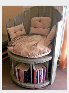 Over 60 DIY projects that redefine your view of pallet furniture – DIY – Paletten projekte Upcycled Furniture, New Furniture, Pallet Furniture, Furniture Projects, Furniture Makeover, Living Room Furniture, Painted Furniture, Furniture Design, Plywood Furniture