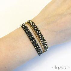 ~ DESCRIPTIF ~ Ce bracelet multirangs LAVINIA est composé de deux tissages de perles Miyuki fait main avec des perles de verre Miyuki et dune chaîne dorée à billes. Ce bracelet est ajustable grâce au fermoir avec chaînette finie par un petit coeur doré. La chaînette mesure 5 cm. Couleurs des perles : noir - doré. Dimensions : 1,6 cm de large et 15 cm de long (embouts dorés compris). ~ MATERIEL UTILISE ~ - Perles de verre japonaises Miyuki - Chaîne à billes en laiton doré - origine : Europe…