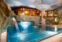 Wellnessurlaub im Sendlhof :) Hotel Apartment, Apartments, Aqua, Mansions, House Styles, Outdoor Decor, Heron, Austria, Pools
