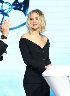 """Jennifer Lawrence at the press conference of """"Passengers"""" in Beijing, Lawrence Photos, Jennifer Lawrence Pics, Moving To Los Angeles, Iconic Women, Style And Grace, Hollywood Actresses, Most Beautiful Women, American Actress, Photoshoot"""