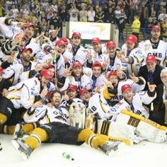 Nottingham Panthers celebrate being play-off champions Hockey Games, Ice Hockey, Nottingham Panthers, Pittsburgh Penguins, Good Old, Champion, Abs, Play, Sports