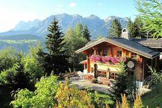 Am Planai  Dit grote vakantiehuis ligt in skigebied Schladming-Dachstein Tauern in Steiermark tegen de berg Planai aan. De woning is ideaal voor wintersportvakanties en beschikt over een sauna. Er is een grote woonkamer met eetgedeelte aanwezig dat door het houten interieur een warme sfeer heeft. Ook is er een ruime open keuken die van alle gemakken voorzien is en er zijn 3 badkamers waarvan één met ligbad. Wilt u even lekker ontspannen dan kunt u natuurlijk gebruik maken van de heerlijke…