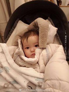 Korean Babies, Asian Babies, Cute Kids, Cute Babies, Baby Kids, Cute Baby Photos, Baby Pictures, Superman Kids, Baby Park