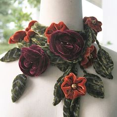 Blossom in winter Felt Flowers, Diy Flowers, Pretty Flowers, Fabric Flowers, Ladylike Style, Silk Ribbon Embroidery, Ribbon Work, Vintage Velvet, Fashion Fabric