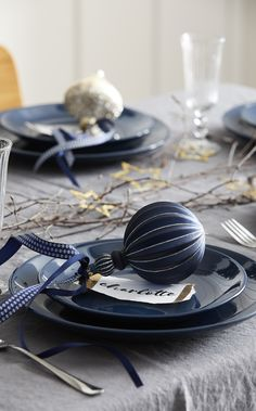 The dining room set up is a vital part of Christmas preparation. Go for a navy and gold colour theme with our midnight collection to make sure your Christmas dining room table looks magical. We've got matching baubles for your tree too. Christmas Dining Table, Dining Room Table Decor, Christmas Table Settings, Christmas Tablescapes, Decoration Table, Dining Rooms, Room Decor, Silver Christmas Decorations, Christmas Colors