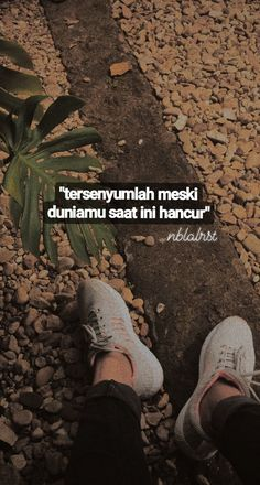 Quotes Rindu, Story Quotes, Tumblr Quotes, Text Quotes, People Quotes, Mood Quotes, Poetry Quotes, Daily Quotes, Muslim Quotes