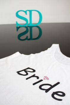 d062b183a Camisetas e Regatas Personalizadas para sua festa de Team Bride. Você pode  escrever qualquer frase