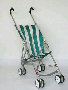 This is the type of stroller my parents wheeled me around in during the None of that safety padded, 20 different mechanisms nonsense. Nostalgia, Vintage Pram, Retro Vintage, Sweet Memories, Childhood Memories, Childhood Toys, Best Prams, Umbrella Stroller, Retro Kids