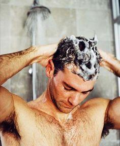 Combata caspa e calvície com produtos adequados e cuidados ao lavar os fios