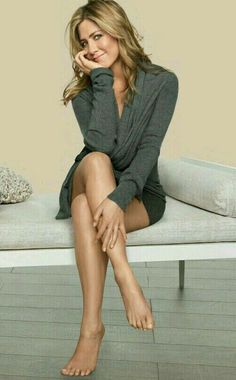 Jennifer Aniston Feet And Sexiest Celebrity Legs And Feet Jennifer Aniston Feet, Jennifer Aniston Pictures, Jeniffer Aniston, Beauté Blonde, Looks Pinterest, Jenifer Lawrence, Jennifer Lawrence Legs, Famous Women, Celebrity Feet