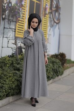 CLSEMA Gri Mahyal Abaya The clothing culture is quite old. Modern Hijab Fashion, Islamic Fashion, Abaya Fashion, Muslim Fashion, Modest Fashion, Fashion Dresses, Abaya Mode, Mode Hijab, Hijab Style Dress
