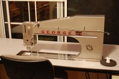 Quilt - APQS George Quilting Machine Please George. I need you in my life! Machine Quilting, Quilting Designs, Bucket, Tutorials, Organization, Quilts, Sewing, Tips, Free