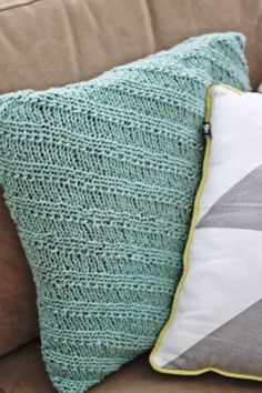 Knit a striped pillow