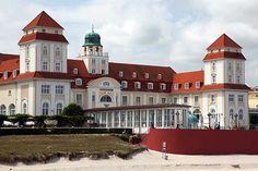 Das Kurhaus von Binz an der Strandpromenade