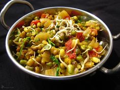 Teply salat z mungo fazuliek India Food, Kung Pao Chicken, Ethnic Recipes, Indie, Cilantro, Indian Dishes, Indie Music