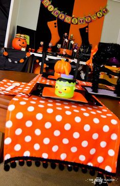 Halloween Trick or Treat Party by The Party Teacher - place setting Party In A Box, Party Kit, Party Packs, Party Ideas, Halloween Birthday, Halloween Kids, 1st Birthday Parties, 2nd Birthday, Halloween Trick Or Treat