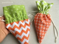 Sewing idea 5 - Carrot bag with Nähidee 5 – Karotten-Säckchen mit Tunnelzug Sewing idea 5 – Carrot bag with drawstring - Sewing For Kids, Free Sewing, Fabric Crafts, Sewing Crafts, Diy Ostern, Ideias Diy, Sewing Projects For Beginners, Easter Crafts, Sewing Hacks