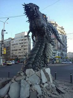Smaug sculpture, the dragon in The Hobbit film. Imagine walking along the streets of Bucharest, Romania, and then you see this dragon head poking through the concrete! Dragon Medieval, Hobbit Dragon, Smaug Dragon, Illusion Kunst, Breathing Fire, Cool Dragons, Desolation Of Smaug, Jrr Tolkien, Wow Art