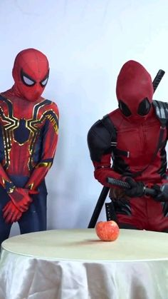 Deadpool and Spider-Man funny scenes cosplay Spiderman Deadpool Comic, Cute Deadpool, Deadpool Pikachu, Deadpool Art, Spider Man Comic, Deadpool Quotes, Funny Marvel Memes, Marvel Jokes, Funny Comics