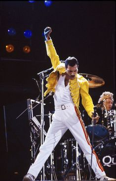 Freddie Mercury was a famous songwriter and a talented musician who is known for his outstanding performances and as leading artiste of the renowned rock-and-roll band, Queen. Queen Freddie Mercury, Michael Jackson, Vampire Weekend, King Of Queens, Falling In Reverse, John Deacon, Pulp Fiction, Queen Banda, Fred Mercury
