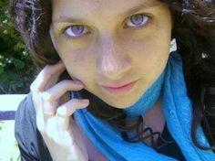 Ojos violetas (morados)