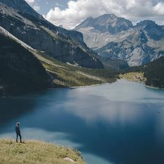 Hey it's me again @goldjunge, this week I will take you on a journey through the swiss alps. Today I was at Oeschinensee together with @cosmokoala. What a view. Have you ever been in the swiss alps? #roamswitzerland
