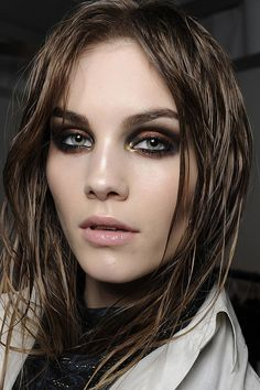 This Metallic Smoky Eye Look Makes Quite The Statement