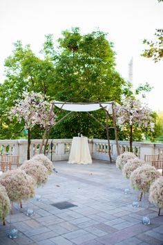 The clouds of baby's breath won me over. And then the gold and pink details from Blue Canary Events held me close and whispered sweet nothings in my ear. If that's not clear, let me put it simple: Thi...