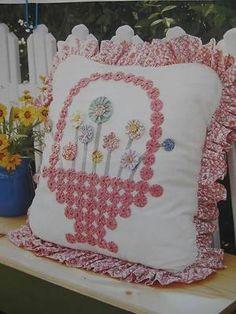 Yo Yo Basket Pillow Quilt Pattern Pieced/Applique EW in Crafts, Sewing & Fabric, Quilting Diy Pillows, Decorative Pillows, Throw Pillows, Cushions, Quilting Projects, Sewing Projects, Fabric Crafts, Sewing Crafts, Yo Yo Quilt