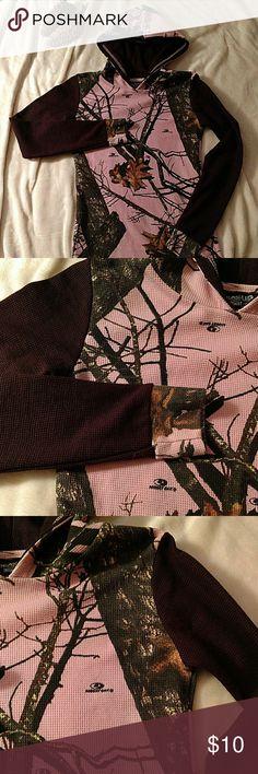 Break Up Mossy Oak Girl Thermal Hoodie Large Cute pink mossy oak with brown sleeves. Thermal type fabric. Mossy Oak Shirts & Tops Sweatshirts & Hoodies