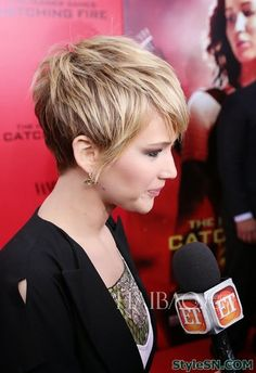 Jennifer Lawrence's Charming Pixie Hairstyle- Love her color and highlights. It defines the cut so much better.