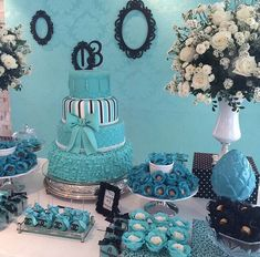 Decoração em azul preto e branco 80th Birthday, Birthday Parties, Sweet Fifteen, Tiffany Party, Shower Bebe, Sweet Sixteen Parties, Paris Party, Its My Bday, Blue Party