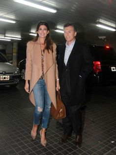 imagenes de juliana awada - Buscar con Google Casual Chic Outfits, Style Casual, Casual Street Style, Casual Looks, My Style, Fashion Over 40, Work Fashion, Fashion Outfits, Winter Stil