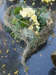 Bildergebnis für floral compositions for the autumn monument - DIY Grave Decorations, Flower Decorations, Christmas Decorations, Grave Flowers, Funeral Flowers, Deco Floral, Arte Floral, Beautiful Flower Arrangements, Beautiful Flowers