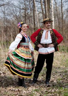 Regional costumes from Lublin, Poland [source].
