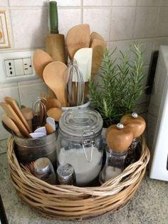 Simple and Cheap Small Kitchen Decor - Küche - Ideen für die Wohndekoration New Kitchen, Kitchen Dining, Kitchen Modern, Vintage Kitchen, Awesome Kitchen, Functional Kitchen, Kitchen Items, Kitchen Tray, Camper Kitchen